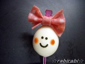 お弁当にちょっと入れたい可愛いリボンちゃん♪ ちょっとした工夫で、うずらの卵がこんなにかわいいキャラ弁に^^