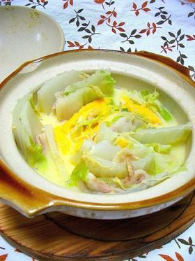 土鍋でほっこり〜白菜と豚バラのチーズ鍋〜